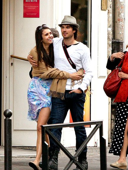 Vampire diaries cast dating in real life